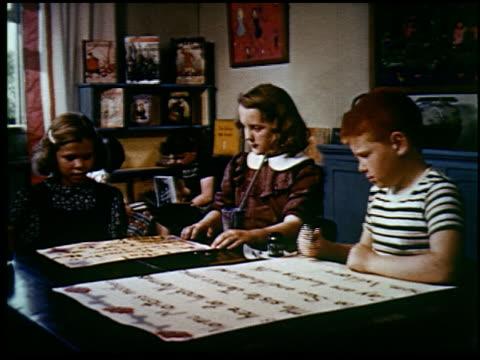 report in primary colors - 24 of 30 - andere clips dieser aufnahmen anzeigen 2408 stock-videos und b-roll-filmmaterial