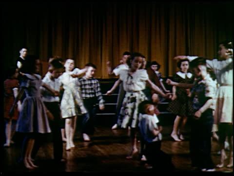 report in primary colors - 30 of 30 - andere clips dieser aufnahmen anzeigen 2408 stock-videos und b-roll-filmmaterial