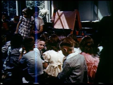 report in primary colors - 7 of 30 - andere clips dieser aufnahmen anzeigen 2408 stock-videos und b-roll-filmmaterial