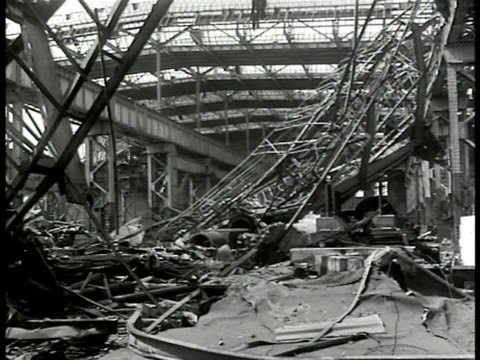 stockvideo's en b-roll-footage met report 'industrie' ws destroyed factory ha ws french workers entering textile mills int ws looms ms woman working w/ wool machine ms women w/... - 1946