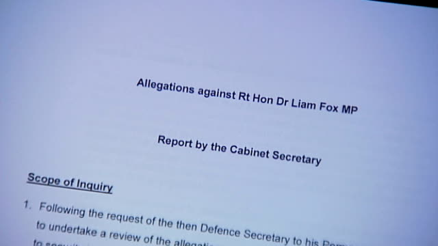 vídeos y material grabado en eventos de stock de report on adam werritty scandal finds that liam fox breached ministerial code close shot report by cabinet secretary into allegations against dr liam... - liam fox político