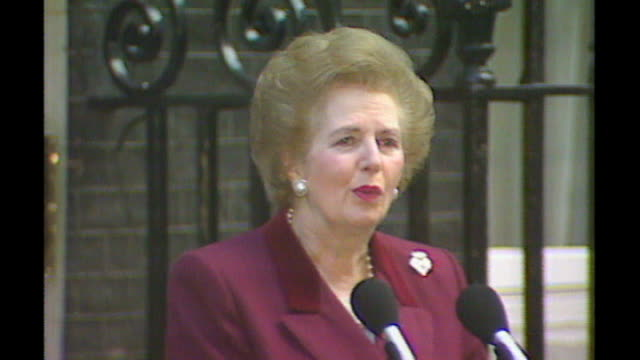 report on politicians crying in public s17110602 **beware margaret thatcher speech outside number 10 as leaves downing street for the last time sot... - キャシー・ニューマン点の映像素材/bロール