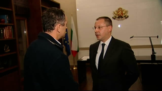 vidéos et rushes de report on problems with gas supply due to dispute between russia and ukraine; int 2 shot reporter with sergei stanishev sergei stanishev interview... - bulgarie