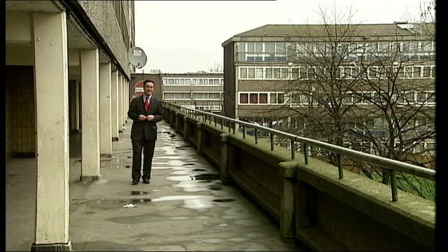 vídeos y material grabado en eventos de stock de aylesbury estate reporter to camera - grounds