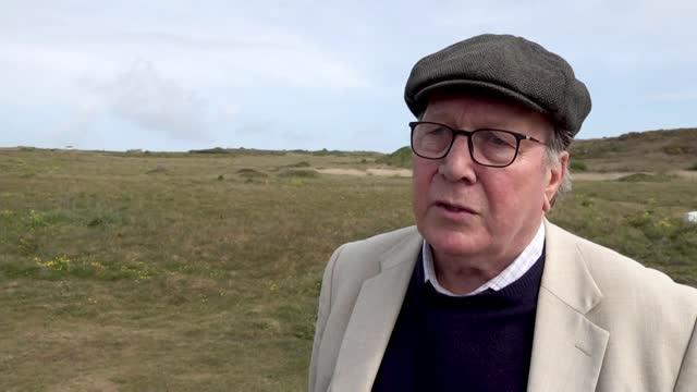 vídeos de stock, filmes e b-roll de report reveals nazi atrocities on alderney; channel islands: alderney: ext graham mckinley interview sot - ilhas channel