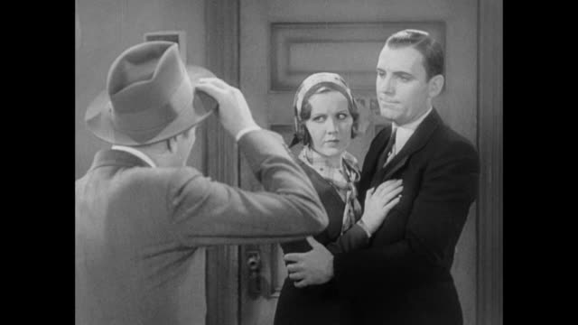 1931 reporter (pat o'brien) is adamant about his resignation to persuasive editor (adolph menjou) - 1931 stock-videos und b-roll-filmmaterial