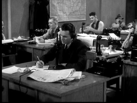 b/w montage 1937 reporters working in newsroom - b rolle stock-videos und b-roll-filmmaterial