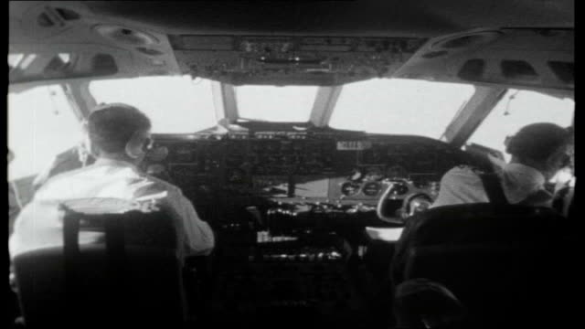 air traffic dispute; int plane/control room footage shot in cockpit of vc10 flight from london to new york as it comes in to land at jfk airport,... - kontrollraum stock-videos und b-roll-filmmaterial