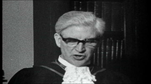 ian paisley and northern ireland troubles street battles between catholic and protestant communities rt rev alfred martin press conference sot... - nordirland stock-videos und b-roll-filmmaterial
