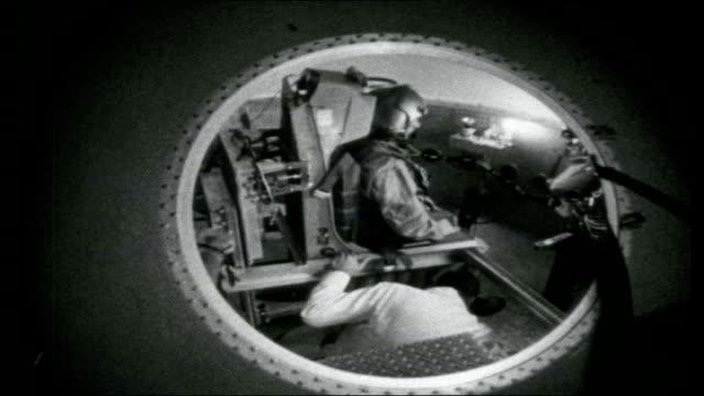 apollo moon shot; various of technicians operating centrifuge machine / close up of astronaut training in centrifuge machine / various of centrifuge... - 宇宙服点の映像素材/bロール