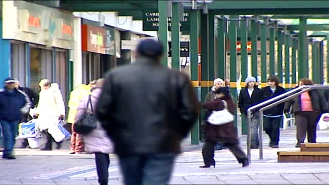 reports condemn asbo effectiveness; england: northamptonshire: corby: ext general view of shoppers along through pedestrianised shopping centre pull... - northamptonshire stock-videos und b-roll-filmmaterial