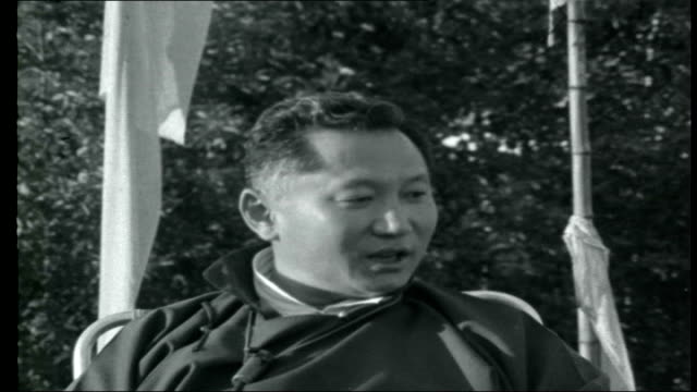 vídeos de stock e filmes b-roll de sikkim ext king namgyal touring his threatened border area close shot of king with indian political officer who has accompanied him to the front king... - comunismo