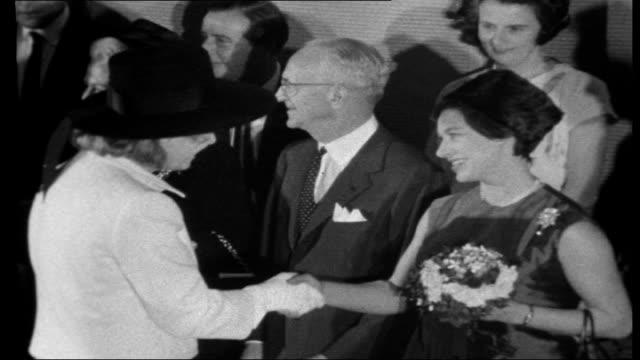 stockvideo's en b-roll-footage met snowdons in hollywood close up of princess margaret and lord snowdon at universal studios / hayley mills presenting bouquet to princess margaret /... - prinses margaret windsor gravin van snowdon