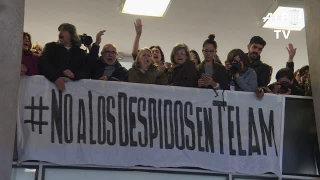 representantes sindicales de la agencia de noticias estatal de argentina telam protestaron el lunes por el despido de mas de 300 de sus colaboradores... - sindicatos stock videos & royalty-free footage