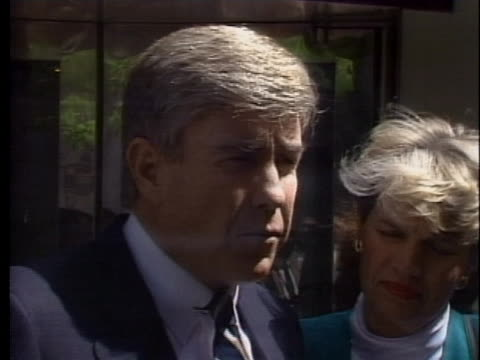 representative jack kemp criticizes the gephardt bill because of the possibility of a trade war with japan. - (war or terrorism or election or government or illness or news event or speech or politics or politician or conflict or military or extreme weather or business or economy) and not usa点の映像素材/bロール