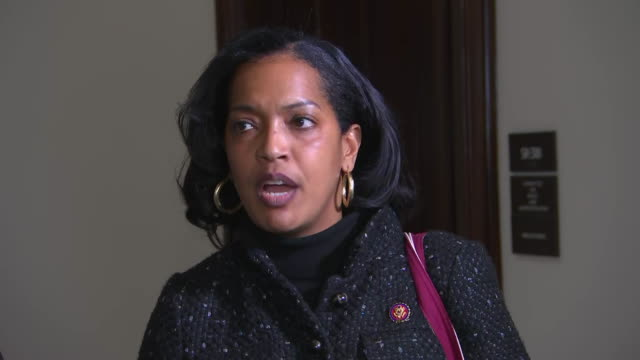 vidéos et rushes de representative jahana hayes remarks that òyou should not have to be someone who is a millionaire or someone who can forego being paid for several... - united states and (politics or government)