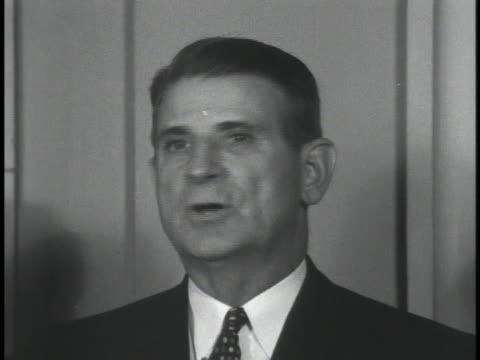 representative john b. bennett speaks at a press conference regarding the tv quiz show investigations. - gioco televisivo video stock e b–roll