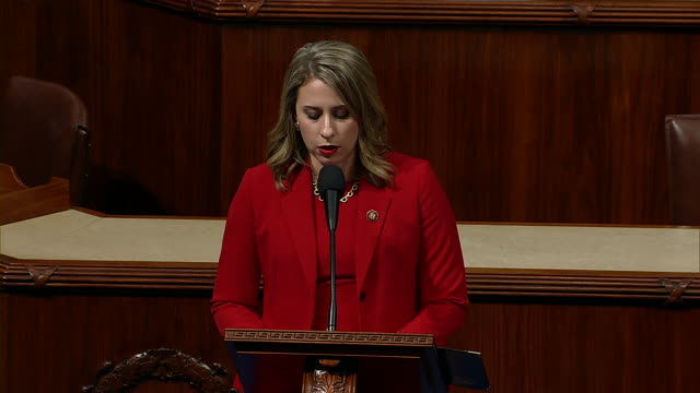 """representative katie hill says """"i am leaving now because of a double standard"""" during her farewell speech on the house floor. - hill点の映像素材/bロール"""