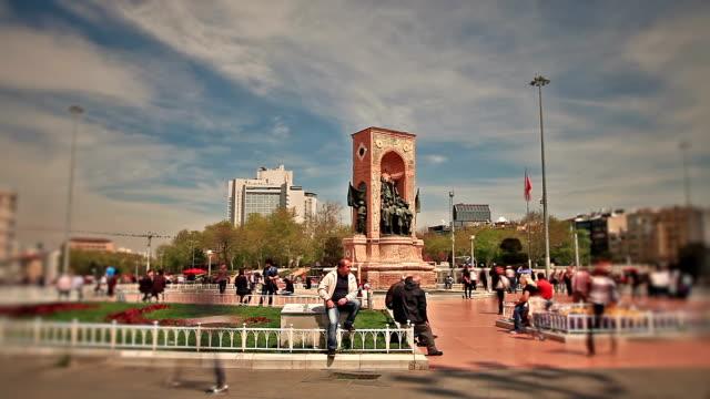 hd : 共和国記念タクシム広場イスタンブール-タイムラプス - 戦争記念碑点の映像素材/bロール