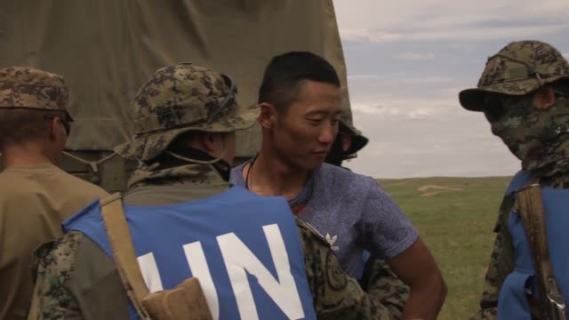 republic of korea service members conduct mobile checkpoint training during multinational exercise khaan quest 2019 at five hills training area... - 平和維持点の映像素材/bロール