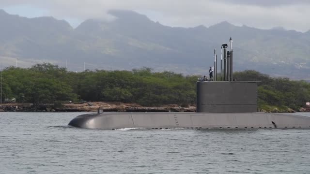 republic of korea submarine bak wi departs joint base pearl harbor during rim of the pacific exercise. - 核兵器点の映像素材/bロール