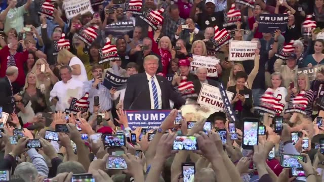 vídeos de stock e filmes b-roll de republican frontrunner donald trump targets immigration obamacare and his democratic contender rivals at a presidential campaign rally that saw the... - comício político
