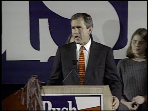 stockvideo's en b-roll-footage met / republican governorelect george w bush delivers his victory speech to supporters george w bush elected governor of texas on november 08 1994 in... - gouverneur