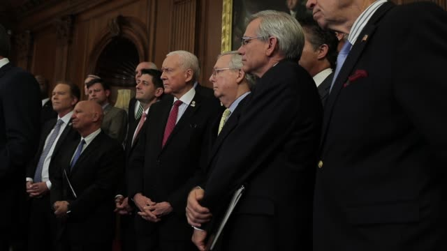 republican leaders attend the news conference announcing a new tax reform proposal speaker of the house paul ryan and senate majority leader mitch... - partito repubblicano degli usa video stock e b–roll