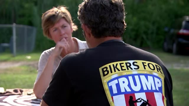republican national convention in cleveland various shots bikers for trump riding motorbikes into city centre 'bikers for trump' sign on back of... - republikanischer parteitag stock-videos und b-roll-filmmaterial