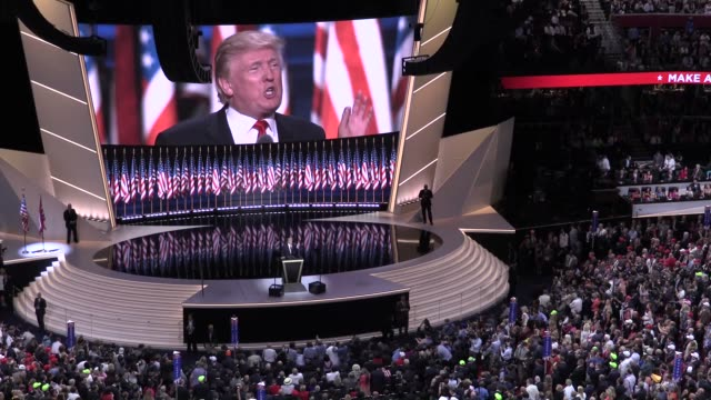 republican presidential candidate donald trump delivers his acceptance speech on the final day of the 2016 republican national convention at quicken... - partito repubblicano degli usa video stock e b–roll