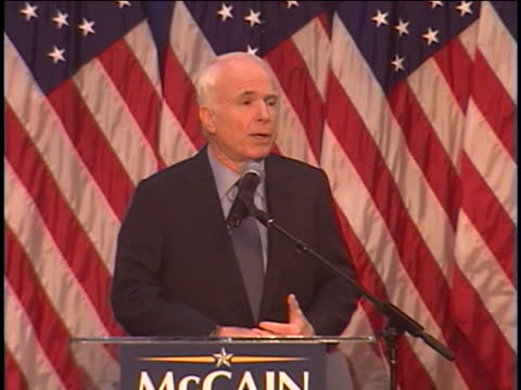 vídeos y material grabado en eventos de stock de republican presidential candidate john mccain campaigns in columbus, ohio. - (war or terrorism or election or government or illness or news event or speech or politics or politician or conflict or military or extreme weather or business or economy) and not usa