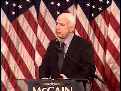 vídeos y material grabado en eventos de stock de republican presidential candidate senator john mccain campaigns in columbus, ohio. - (war or terrorism or election or government or illness or news event or speech or politics or politician or conflict or military or extreme weather or business or economy) and not usa