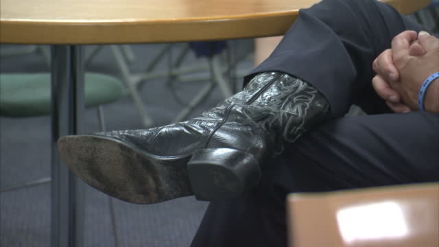 republican presidential contenders arrive in new hampshire for debate shows interior shots rick santorum sat wearing cowboy boots speaking to... - us republican party 2016 presidential candidate stock videos & royalty-free footage