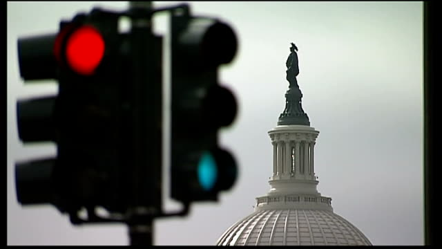 Republicans and Democrats strike deal to end debt crisis ENGLAND London EXT Traffic signals turning from red to green with Dome of Capitol building...