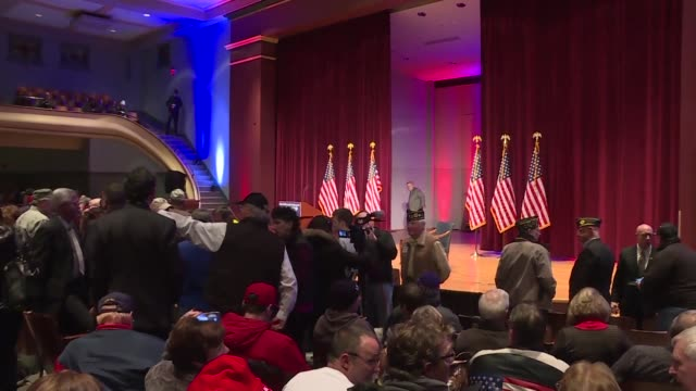 vídeos de stock e filmes b-roll de us republicans scrambling to win the first contest in the presidential nomination race were gearing for battle at a high profile debate in iowa but... - des moines iowa
