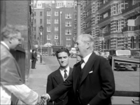 vidéos et rushes de requiem mass for catholic writer ronald knox; england: london: westminster cathedral: ext general view of westminster cathedral harold macmillan mp... - prime minister