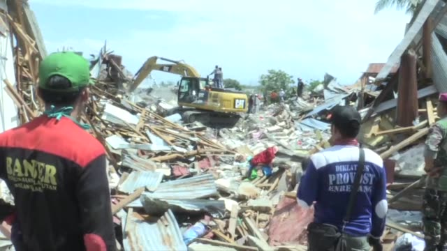 rescatistas indonesios sacaron el martes de entre los escombros de una iglesia los restos de decenas de jovenes mientras se intensificaban los... - natural disaster stock videos & royalty-free footage