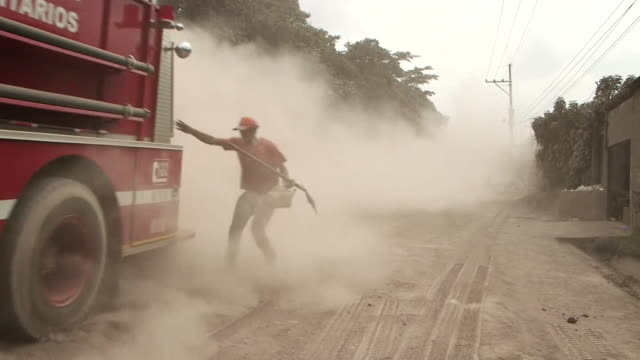 rescue teams in el rodeo guatemala attempting to help people trapped under volcanic ash after the fuego volcano eruption - cenere video stock e b–roll