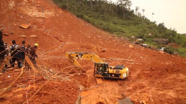 Rescue workers in Sierra Leone were on Tuesday still removing bodies from the site of a massive mudslide which killed hundreds of people on Monday...