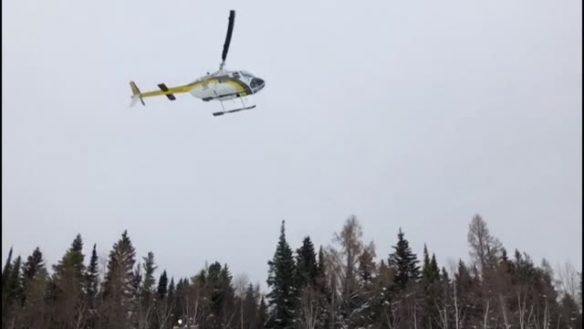 rescuers in the canadian province of quebec located the seventh and last snowmobile that belonged to a group of french tourists who crashed through... - québec provincia video stock e b–roll