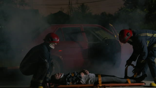 rescuers running to help woman in car accidents. - emergency medicine stock videos & royalty-free footage