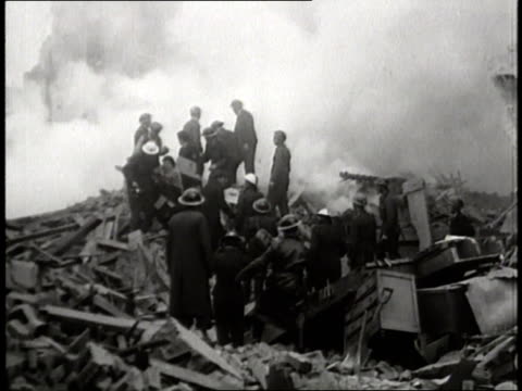 stockvideo's en b-roll-footage met rescuers save people from the rubble after the biggest air raid on london - geallieerde mogendheden