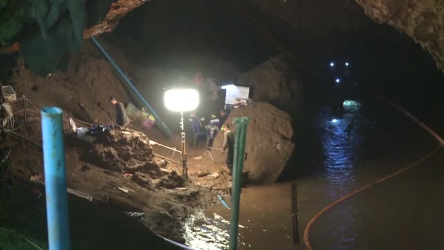rescuers work tirelessly to find 12 missing children and their football coach trapped in a cave in northern thailand - rescue stock videos & royalty-free footage