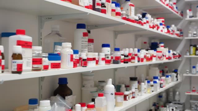 vídeos de stock e filmes b-roll de research lab chemicals in different bottles - prateleira mobília