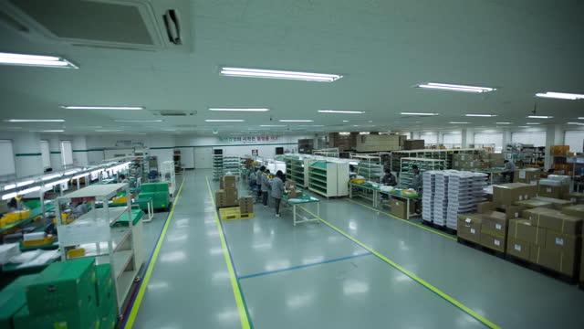 research workers assembling components / south korea - 生産ライン点の映像素材/bロール