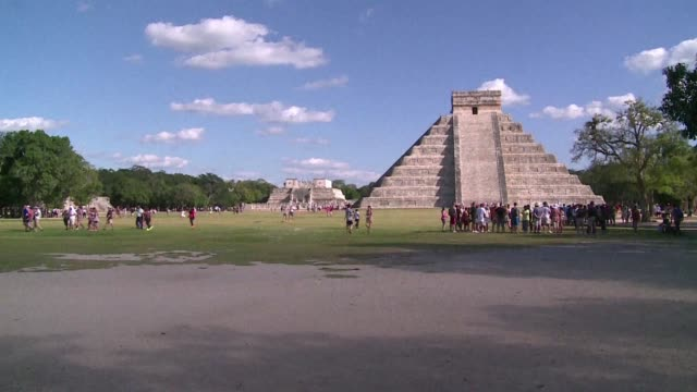 researchers present the discovery wednesday in mexico city of a new structure inside the mayan pyramid of kukulkan at the chichen itza archaeological... - civiltà maya video stock e b–roll
