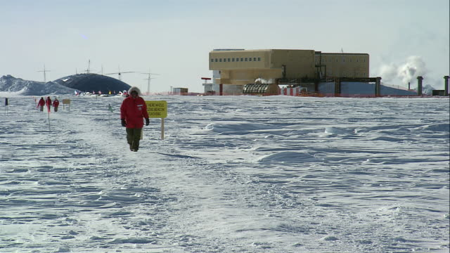 ts researchers walking in the snow outside the amundsen-scott station / antarctica - south pole stock videos & royalty-free footage