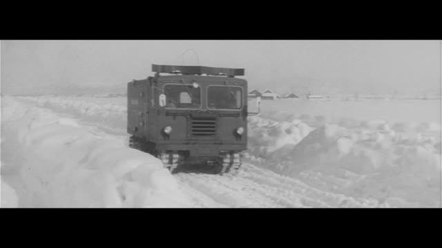 researching the south pole/new south pole research ship at a steep pitch construction truck tests in freezing nayoro 600km return journey on foot... - 科学技術点の映像素材/bロール