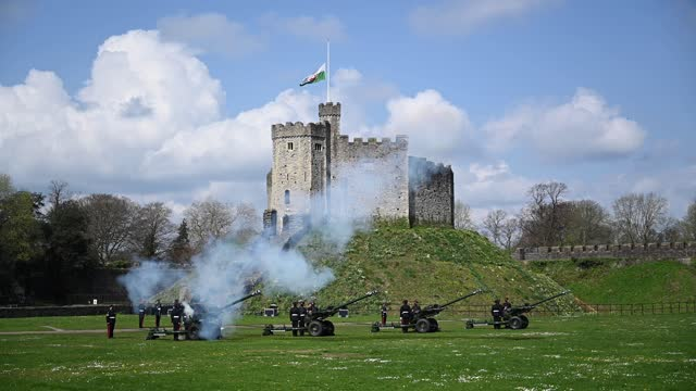 reservists from 104 regiment royal artillery fire guns during a death gun salute to mark the death of prince philip, duke of edinburgh at cardiff... - royalty stock videos & royalty-free footage