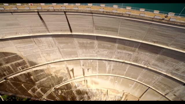 bacino di lago veduta aerea - diga video stock e b–roll